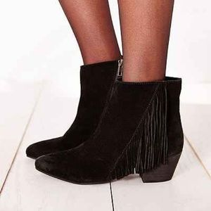 MUST GO! Fringe Suede Booties - Festival Time!